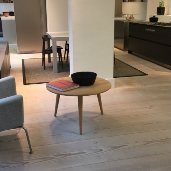 Dinesen Douglas Fir kitchen showroom floor